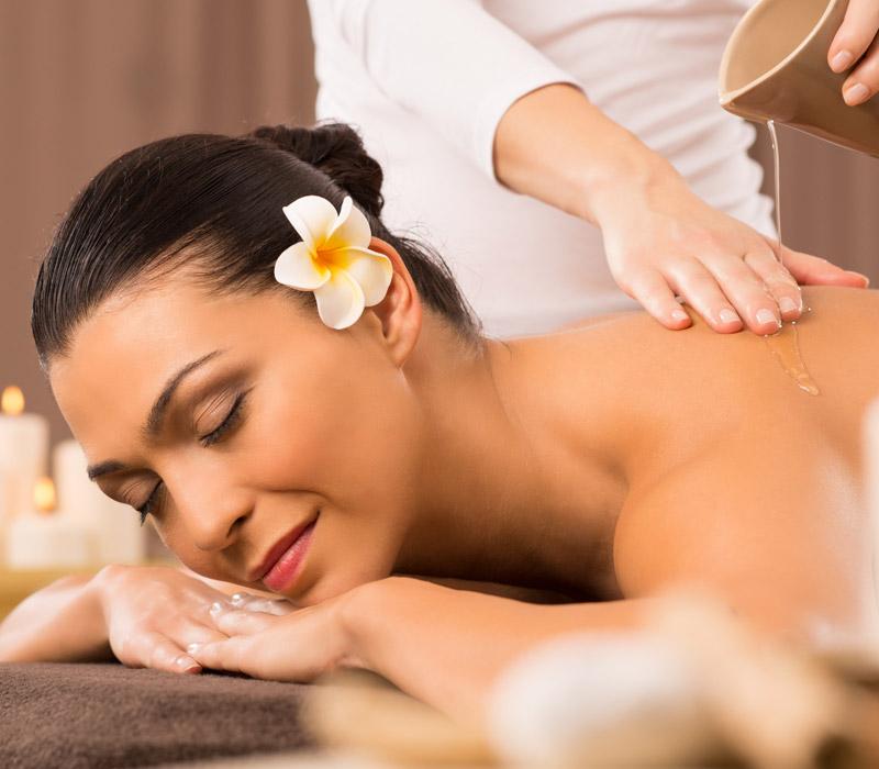 woman-having-a-back-oil-massage-PHW7JXQ.jpg